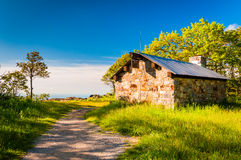 The Byrds Nest Shelter on Hawksbill Summit, in Shenandoah Nation Stock Photos