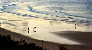Byron Sunset Surfers stockfotografie