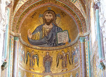 Bysantinsk KristusPantocrator mosaik, Duomo, Cefalu, Sicilien, Italien Arkivbilder