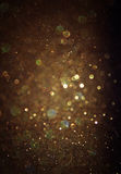 Błyskotliwość rocznik zaświeca tło lekki złoto i czerń defocused Obrazy Stock