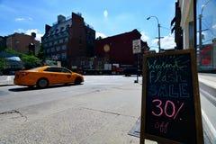 Błyskowa sprzedaż podpisuje wewnątrz Nowy Jork Fotografia Royalty Free