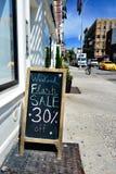 Błyskowa sprzedaż podpisuje wewnątrz Nowy Jork Obrazy Stock