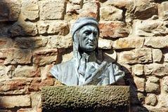 Byst av Dante i en gränd i Florence - Tuscany - Italien arkivbild