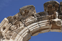 Byst av Hadrians båge, Ephesus Royaltyfria Bilder