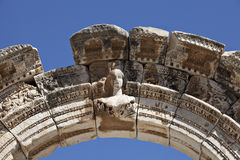 Byst av Hadrians båge, Ephesus Royaltyfria Foton