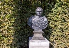 Byst av Julius Caesar av Bartholomeus Eggers, Rijksmuseum skulpturträdgård, Amsterdam, Nederländerna arkivfoto