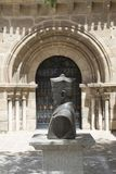 Byst av klosterbroder- och kyrkadörren, i Merida, Spanien Royaltyfria Bilder