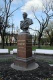 Byst av Mikhail Lermontov i Alexander Garden petersburg russia st arkivbilder