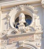 Byst av Schiller på fasaden av den Zurich operahusbuildinen Royaltyfri Foto