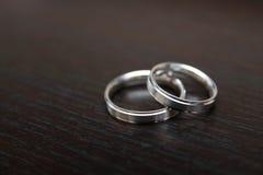 bystre pierścienie się tło białe obraz royalty free