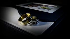 bystre pierścienie się tło białe Obraz Stock