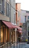 Bystreet der alten Stadt in Saint-Tropez Stockbilder