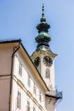Bystrica de Banska - detalle de la torre vieja con el reloj Imagen de archivo libre de regalías