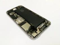 Byt ut Litium-jonen batterismartphonen, ta bort batteriet arkivbild