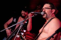 Bytejägarna (musikband) utför på Sidecaretappen royaltyfri bild