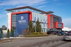 """Bytow, †""""März, 01, 2019 Pomorskie/Polens: Die Hauptsitze der Drutex-Firma in BytÃ-³ w Ein Gebäude für Manager in einem kleinen stockfotografie"""