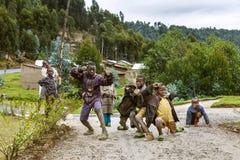BYUMBA, RWANDA - 9 DE SEPTIEMBRE DE 2015: Niños no identificados Las caras de África Imágenes de archivo libres de regalías