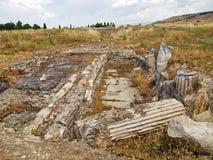Byzantijnse ruïnes tussen aard royalty-vrije stock foto's