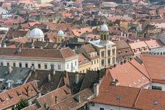 Byzantinische Artkirche im Herzen der Brasov-Stadt (Vogelperspektive) Stockfotografie