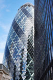 30 bâtiment ou cornichon de St Mary Axe à Londres Images stock
