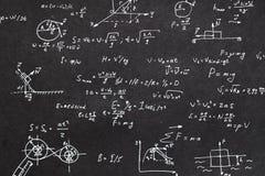 Cálculo de la cinemática de la pizarra de la fórmula de la física fotografía de archivo libre de regalías
