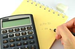 Cálculo usando a calculadora financeira Imagem de Stock Royalty Free