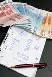 Cálculos financieros y dinero euro Imagen de archivo