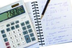 Cálculos financieros y matemáticos foto de archivo libre de regalías