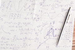 Cálculos matemáticos sobre una servilleta Imágenes de archivo libres de regalías