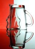 Cálices de vidro em um fundo colorido Fotos de Stock