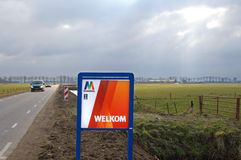 Cálida bienvenida en Maasdriel en día de invierno gris, frío Fotografía de archivo libre de regalías