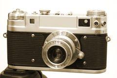 Cámara 3 del vintage en el trípode Imágenes de archivo libres de regalías