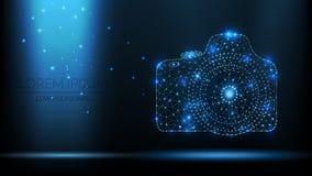 Cámara abstracta de la foto de SLR del wireframe del vector ejemplo moderno 3d en fondo azul marino Parecer poligonales bajos del stock de ilustración
