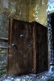 Cámara acorazada abandonada imagenes de archivo