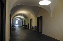 Cámara acorazada de barril en yeso imagenes de archivo