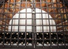 Cámara acorazada del ladrillo de la bodega Foto de archivo libre de regalías