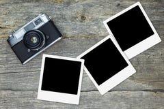 Cámara análoga vieja con los marcos en blanco de la foto imagenes de archivo