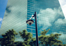 Cámara CCTV de la seguridad en el edificio de oficinas Fotografía de archivo libre de regalías