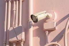 Cámara CCTV montada en una pared Imágenes de archivo libres de regalías