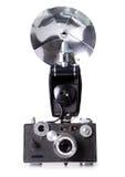 Cámara clásica del telémetro de la película con el flash Imágenes de archivo libres de regalías