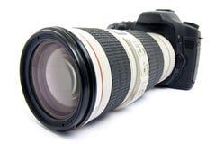 Cámara de DSLR con la lente de zoom. Fotos de archivo libres de regalías
