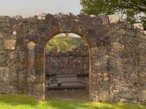 Cámara de entierro histórica arruinada del priorato imagen de archivo libre de regalías