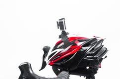 cámara de la acción fijada en casco de la bici Fotografía de archivo