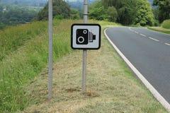 Cámara de la velocidad a lo largo de la carretera Foto de archivo