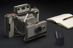 Cámara de plegamiento de la vendimia Imagenes de archivo