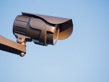 Cámara de seguridad en el cielo Fotografía de archivo libre de regalías