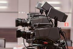 Cámara de televisión de tres estudios Imagen de archivo libre de regalías