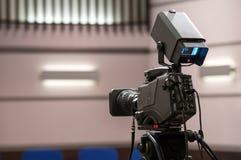 Cámara de televisión en estudios cinematográficos Fotografía de archivo