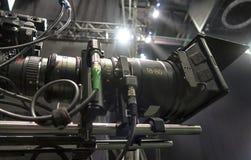 Cámara de televisión en una sala de conciertos Imagen de archivo libre de regalías
