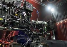 Cámara de televisión en una sala de conciertos Fotografía de archivo libre de regalías